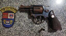 Dentro de casa, criança de nove anos é ferida por disparo de arma de fogo