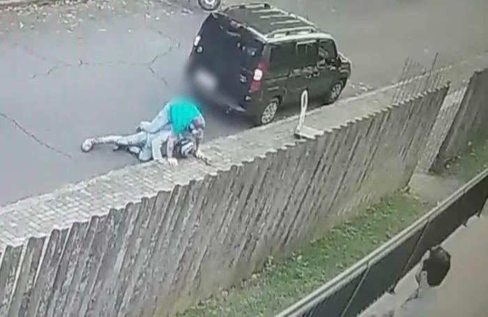 Durante assalto na fronteira, ladrão atira contra o próprio pé; veja o vídeo