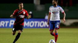 Com dois jogadores a menos, Athletico perde para o Bahia por 2 a 1
