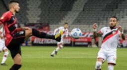 Athletico vence o Atlético-GO por 2 a 1 e assume a liderança isolada da Série A