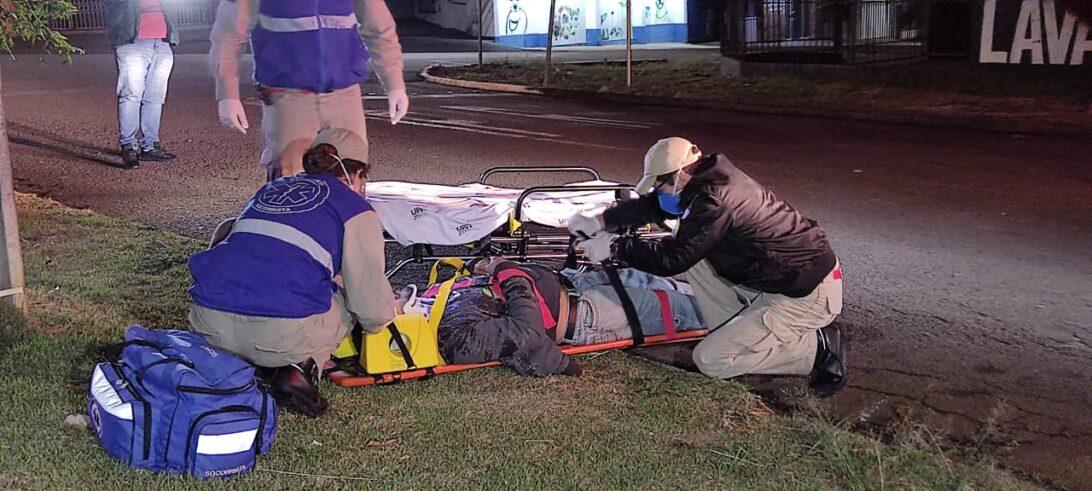 Homem tem celular furtado, após ser atropelado por moto, em Cascavel