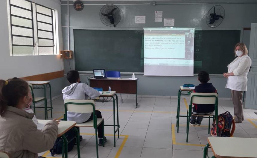 100 colégios estaduais retomaram as aulas presenciais nesta segunda-feira (7)