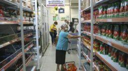 Prefeitura começa a liberar auxílio alimentar nesta terça (22); veja os grupos