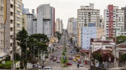 Curitiba tem 5.463 casos ativos de Covid-19, aponta boletim desta segunda (20)