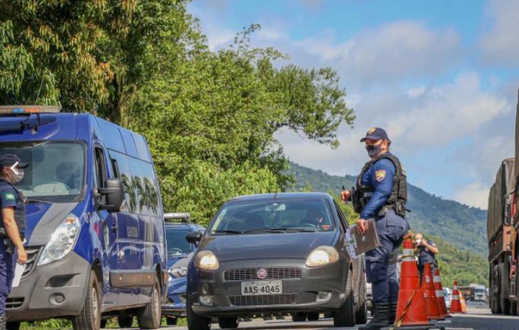 Barreiras sanitárias impedem a entrada de turistas em cidades do litoral paranaense
