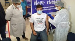 Prefeito Marcelo Belinati é vacinado contra covid-19, nesta manhã (23)