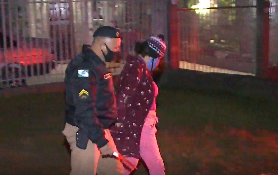 Briga entre cunhados em Colombo termina com homem esfaqueado e mulher presa