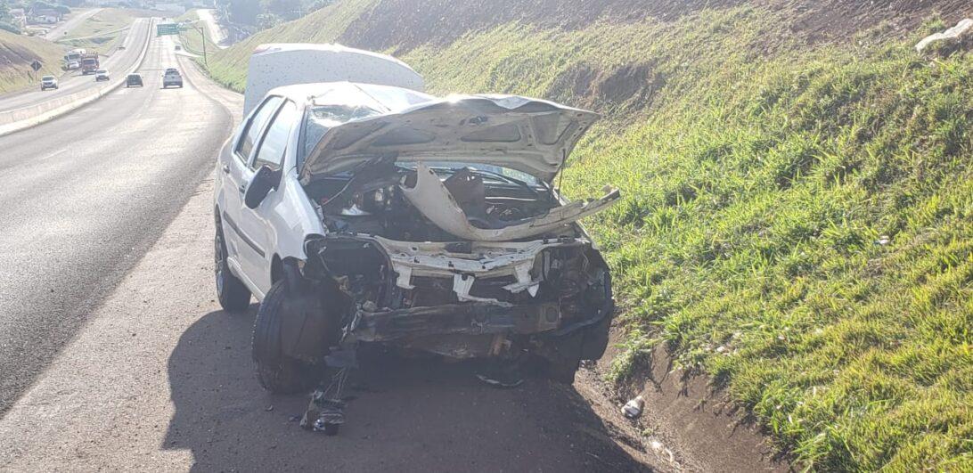 Mulher bate contra muro de proteção de rodovia e capota veículo na BR-467