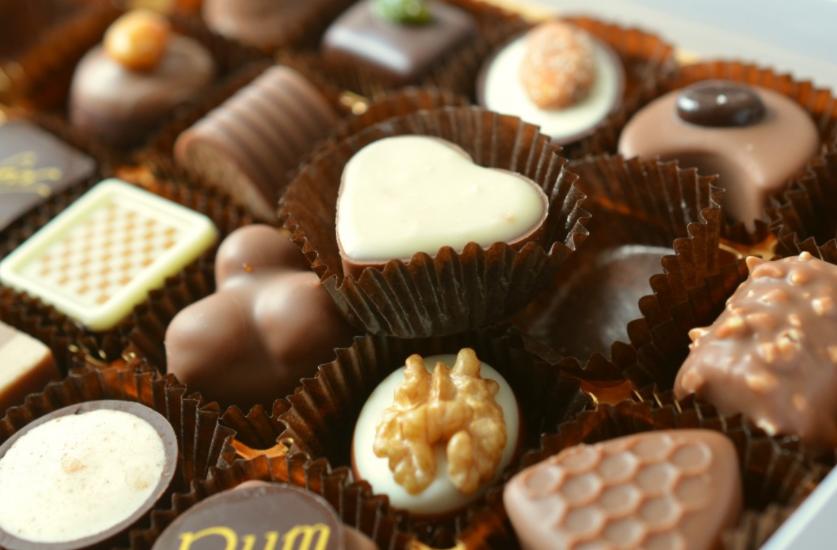 Comer chocolate no café da manhã pode ajudar a perder peso, dizem os cientistas