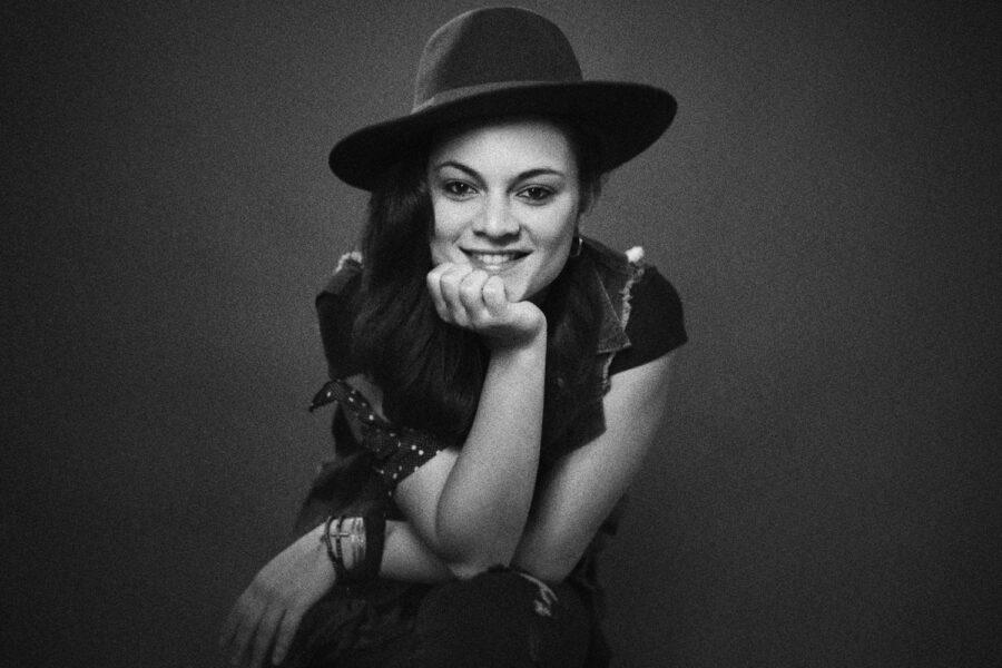 Do Oeste do PR, para o palco do 'Canta Comigo': Cibelle Hespanhol conta sobre a trajetória na música