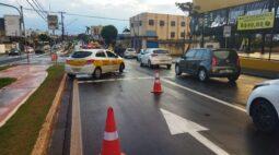 Semáforo na Av. Dez de Dezembro é consertado nesta manhã (22); atenção no trânsito