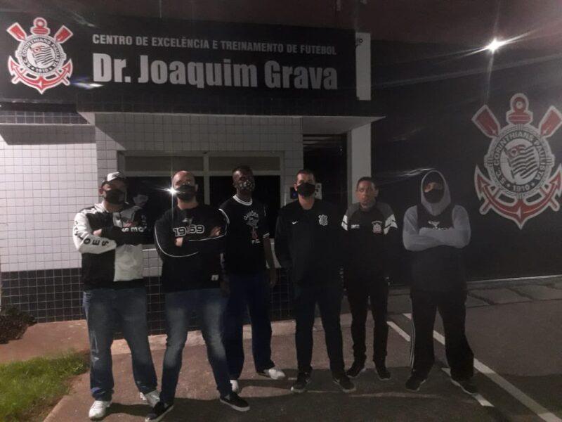 Após eliminação, diretoria da Gaviões vai até aeroporto, mas não encontra jogadores do Corinthians