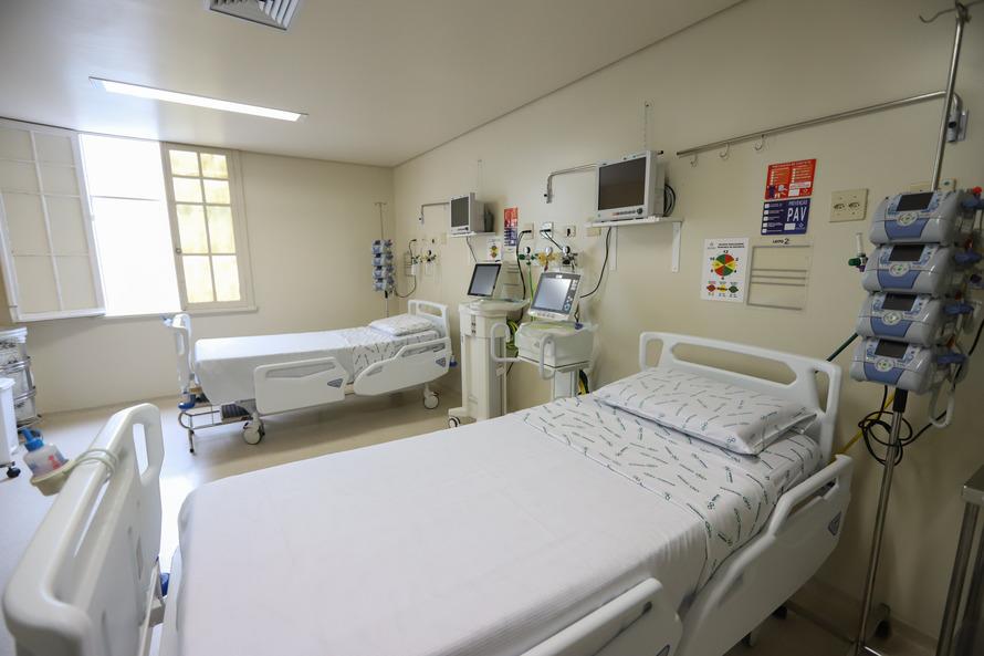 Com índices em queda, Curitiba desativa leitos de enfermaria e UTI