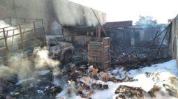 Incêndio destrói depósito de reciclagem na zona leste de Londrina