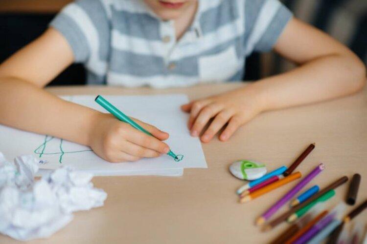 Pai mata criança espancada após dificuldade em fazer o dever de casa