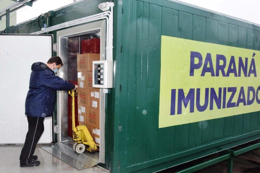 451,7 mil vacinas chegam ao Paraná; Cemepar separa as doses para os municípios