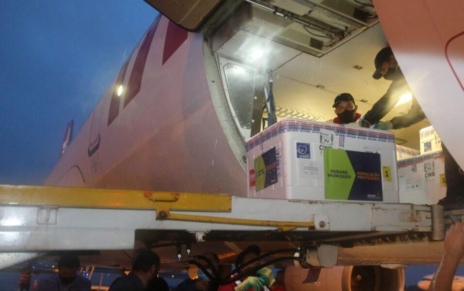 Confira como será a aplicação das 400 mil doses que chegaram ao Paraná ontem (24)