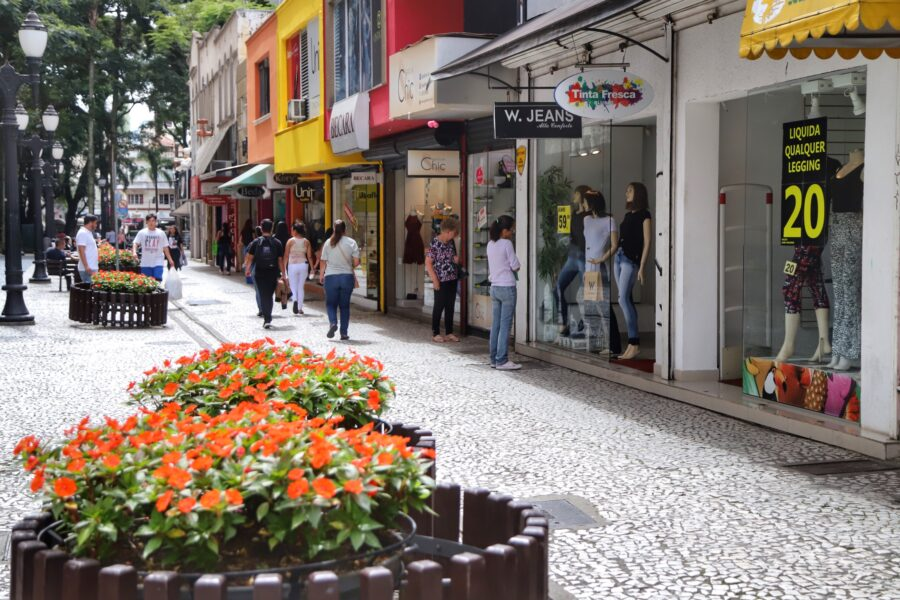 Confiança dos empresários paranaenses está acima da média nacional, diz CNC e Fecomércio