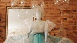 Exposição de figurinos de contos de fada marca lançamento de festival de teatro infantil no Teatro Guaíra