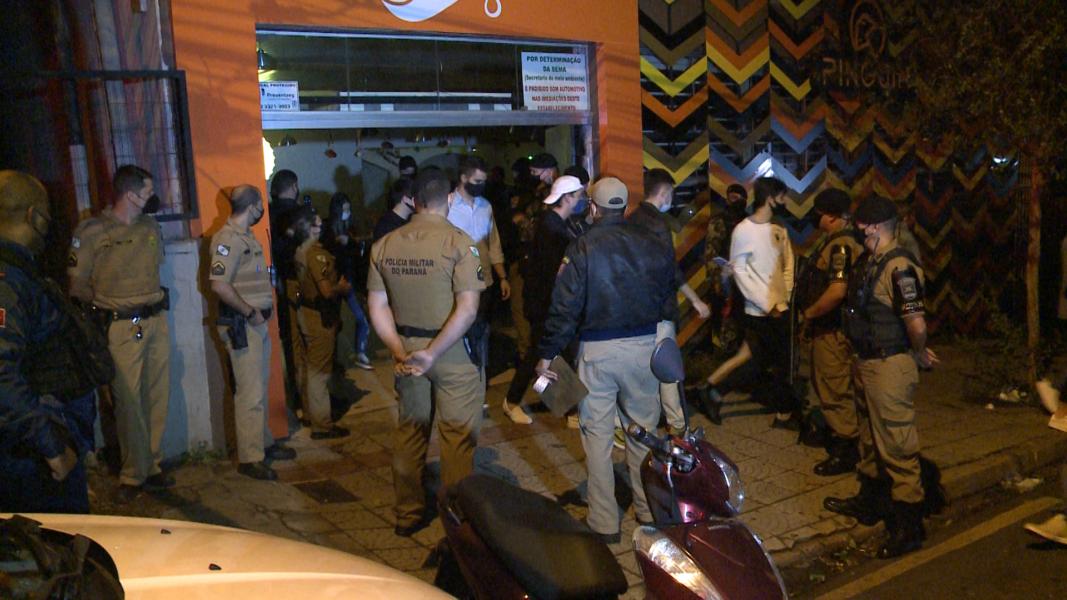 Bar do centro de Londrina é lacrado e multado após desrespeitar decreto