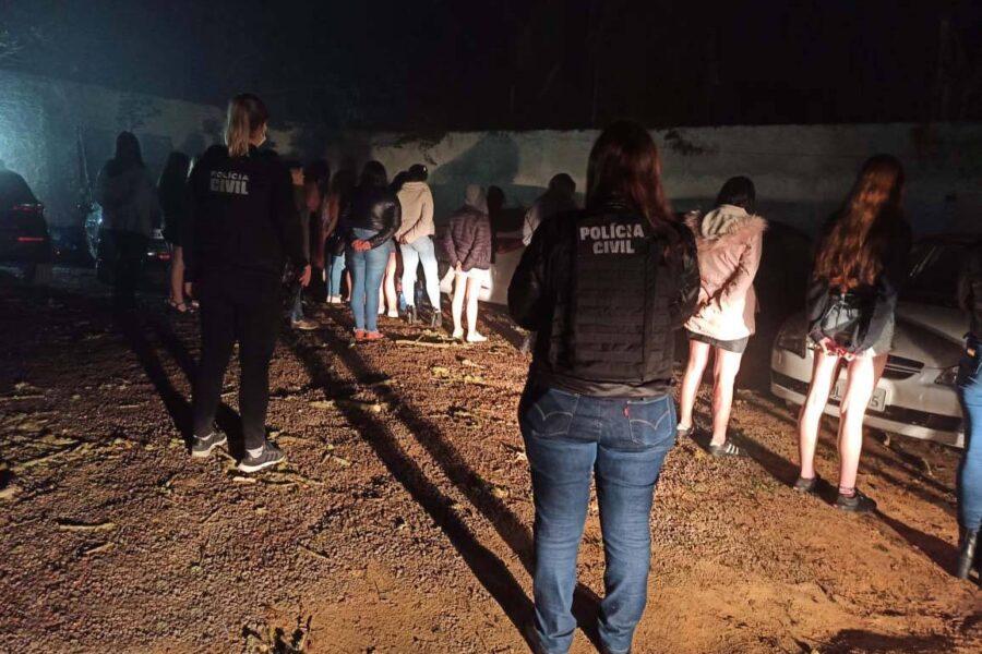 64 pessoas são flagradas em festa clandestina, em São José dos Pinhais; 7 foram presos