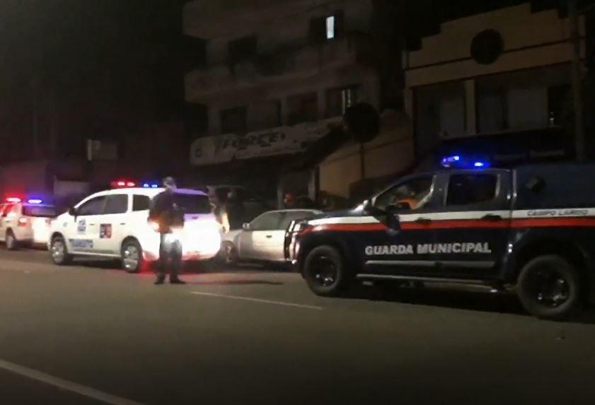 Fiscalização interrompe festa de aniversário e fecha boate, em Campo Largo
