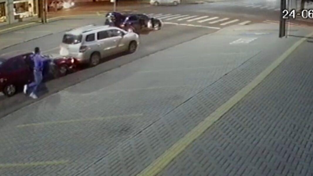 Na fronteira, tentativa de assalto é registrada por câmera de segurança