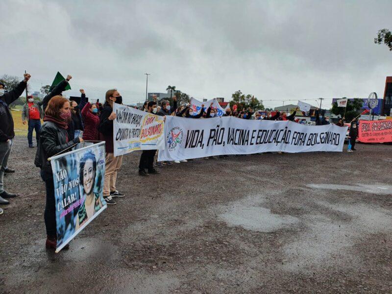 Cascavelenses aderem à carreata nacional contra o Governo Federal e a favor da vacina