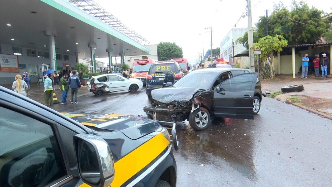 Em fuga da PRF, condutor se envolve em acidente e deixa cinco pessoas feridas