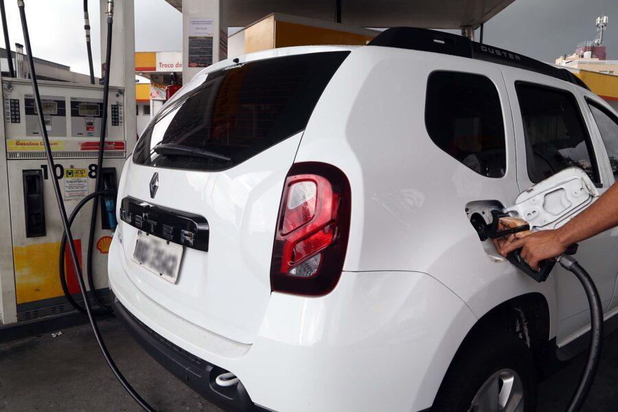 Perto de R$ 6 por litro, gasolina no Sul atinge patamar mais alto, diz levantamento