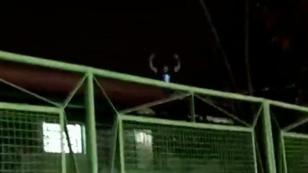 Homem é flagrado em cima do telhado da UBS Vila Casoni furtando fios