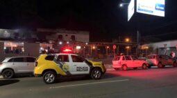 Fiscalização fecha três estabelecimentos em Ponta Grossa; um homem foi preso durante a operação