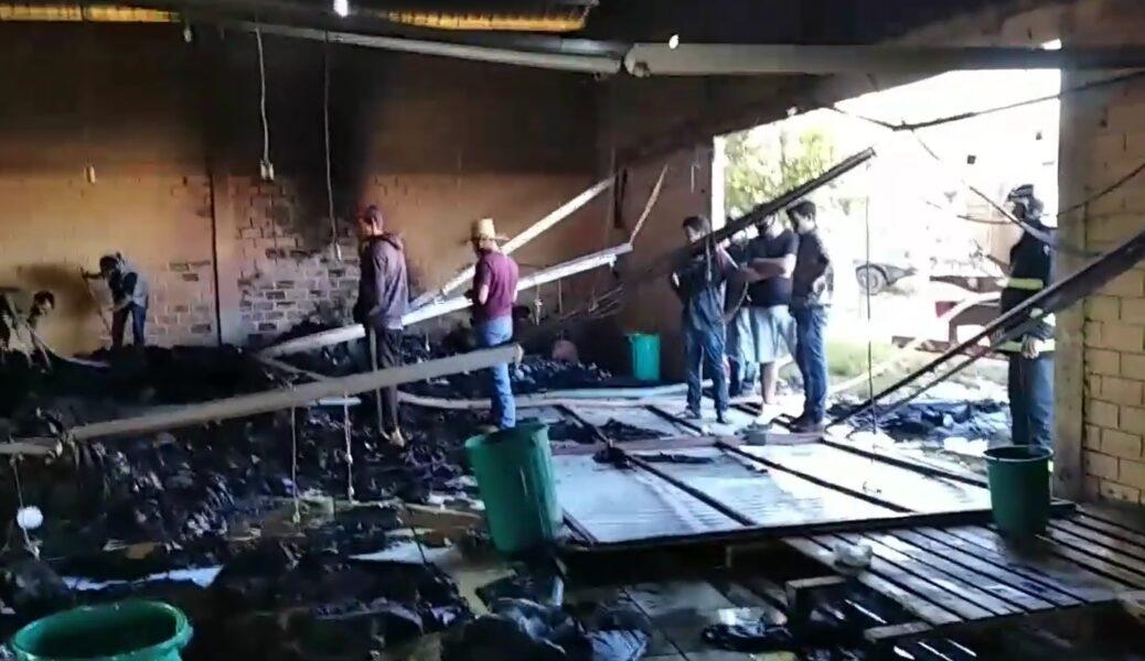 Incêndio destrói fábricas de jeans em Reserva do Iguaçu, no Sudoeste do Estado