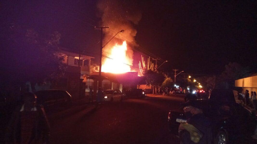 Idoso de 88 anos morre carbonizado durante incêndio em residência de Jataizinho