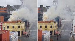 Incêndio no Largo da Ordem assusta curitibanos nesta quarta-feira (23)
