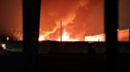 Incêndio destrói barracão de recicláveis em Piraquara