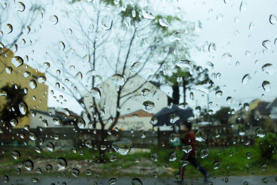 Inmet alerta para chuvas no Sul do país; veja lista de cidades atingidas no PR