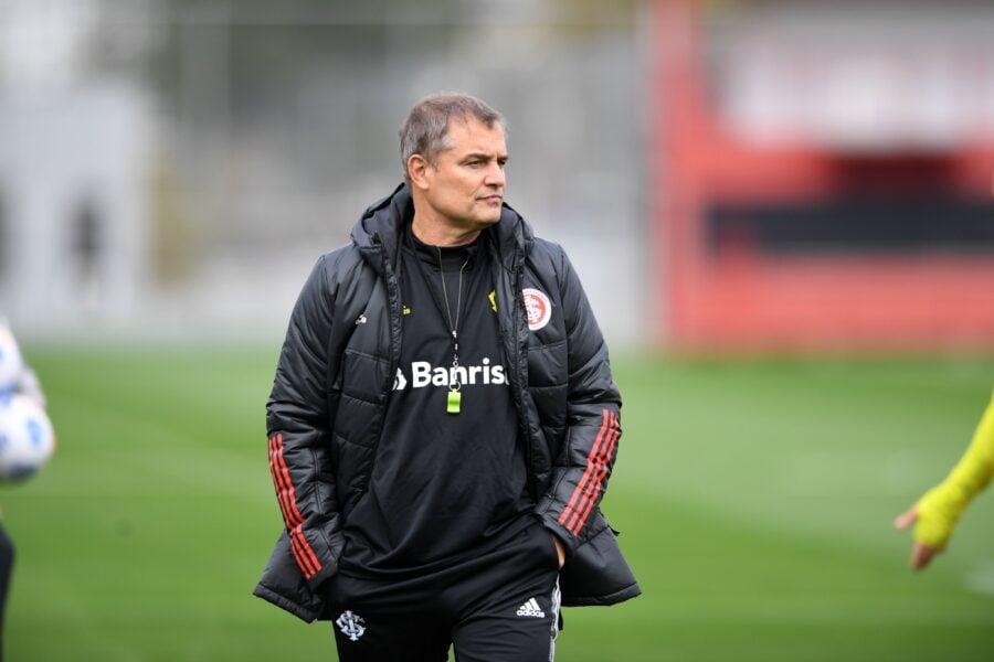 Internacional realiza primeiro treino sob comando de Aguirre