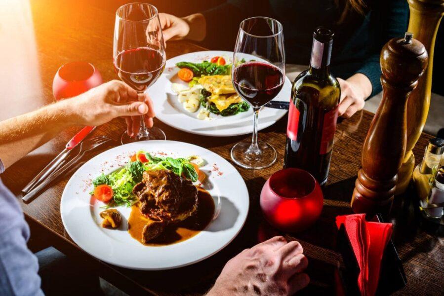 Casais terão que 'avisar' a prefeitura de Cascavel que vão sair jantar