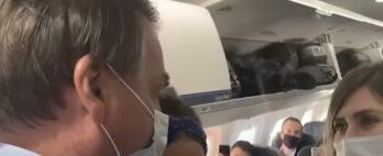 Bolsonaro é xingado ao entrar em avião, no aeroporto de Vitória; vídeo