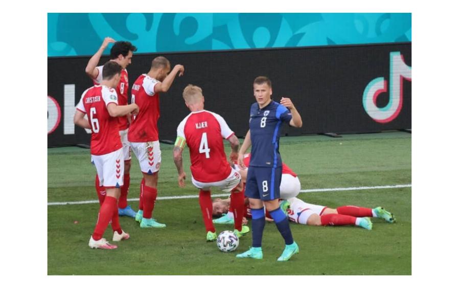 Jogador de futebol cai desacordado durante partida pela Eurocopa