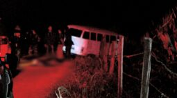Motorista de Kombi foge da polícia e morre durante confronto