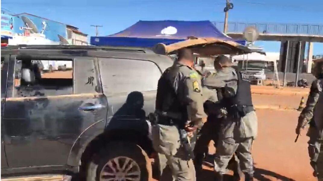Polícia encontra R$ 4 mil no bolso de Lázaro e investiga rede de apoio