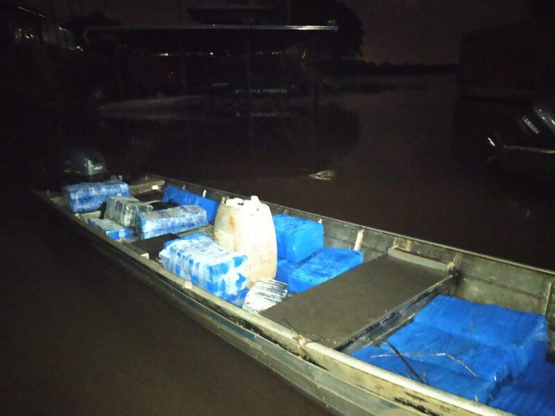 Embarcação com 500 quilos de maconha é apreendida no Lago de Itaipu