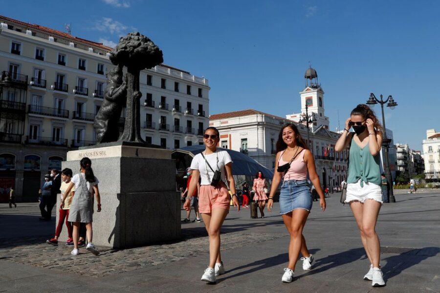 Espanha retira obrigação de uso máscaras em público, mas muitos seguem cobrindo o rosto