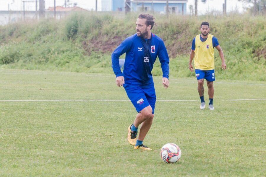 Maxi Rodríguez tem propostas de três clubes e está de saída do Paraná