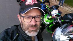 Amigos prestam homenagens para motociclista que morreu na BR-277, em Campo Largo