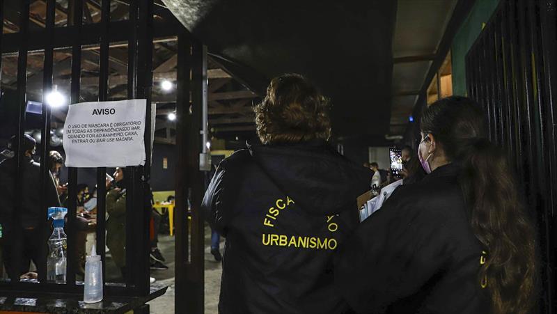 Curitiba aplica quase R$ 500 mil em multas por descumprimento de medidas sanitárias em junho