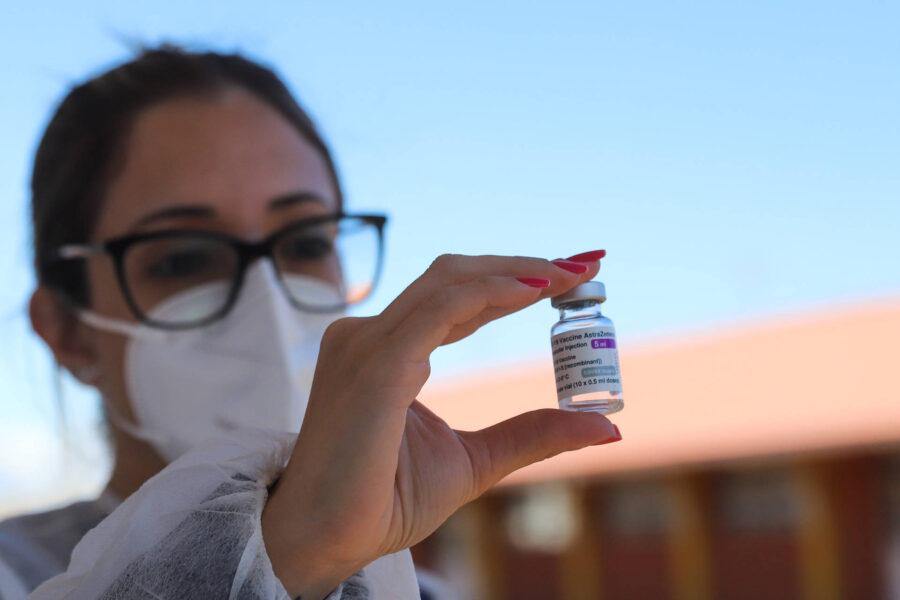 360 mil doses de AstraZeneca chegam ao Paraná nesta quarta (02)