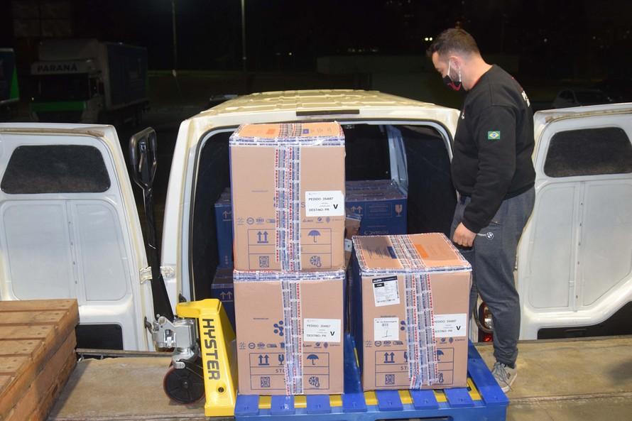 Paraná recebeu nesta segunda-feira (7) novo lote de vacinas da Pfizer